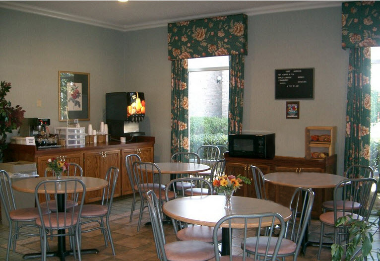 dining area with chairs