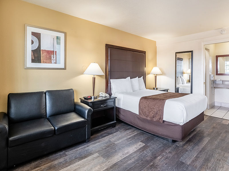 queen accessible guest room