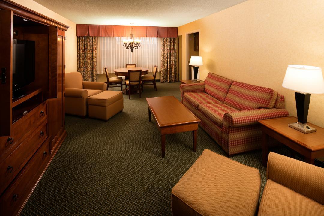 King Guest Suite Common Area