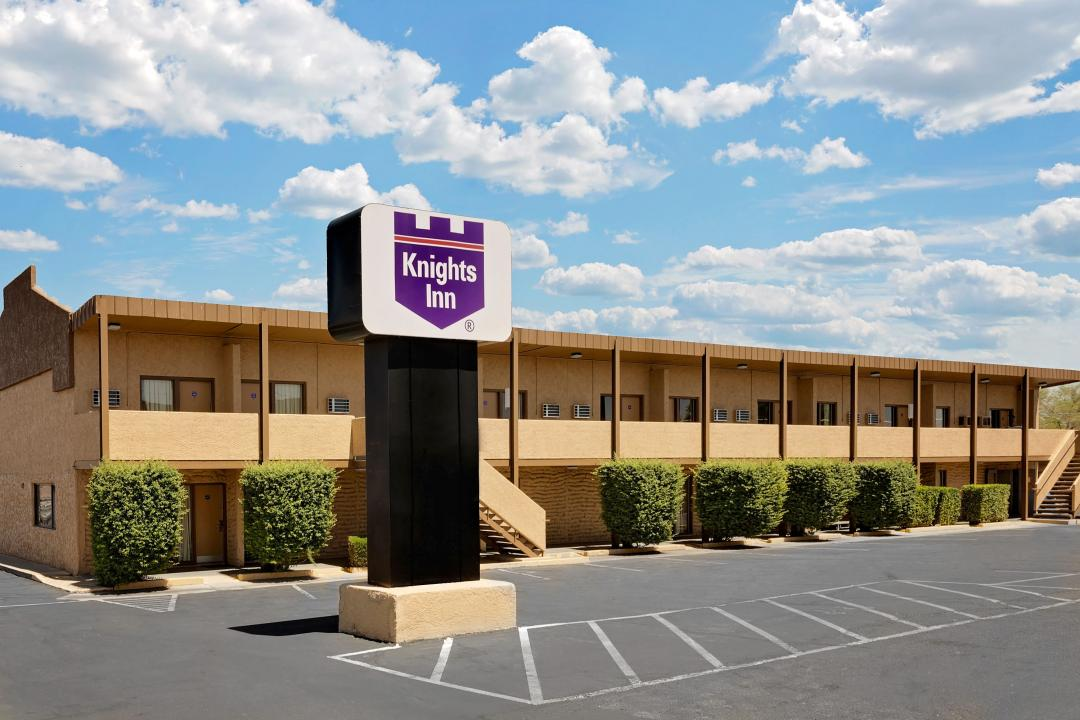 Exterior view of out door corridors, parking lot and sign