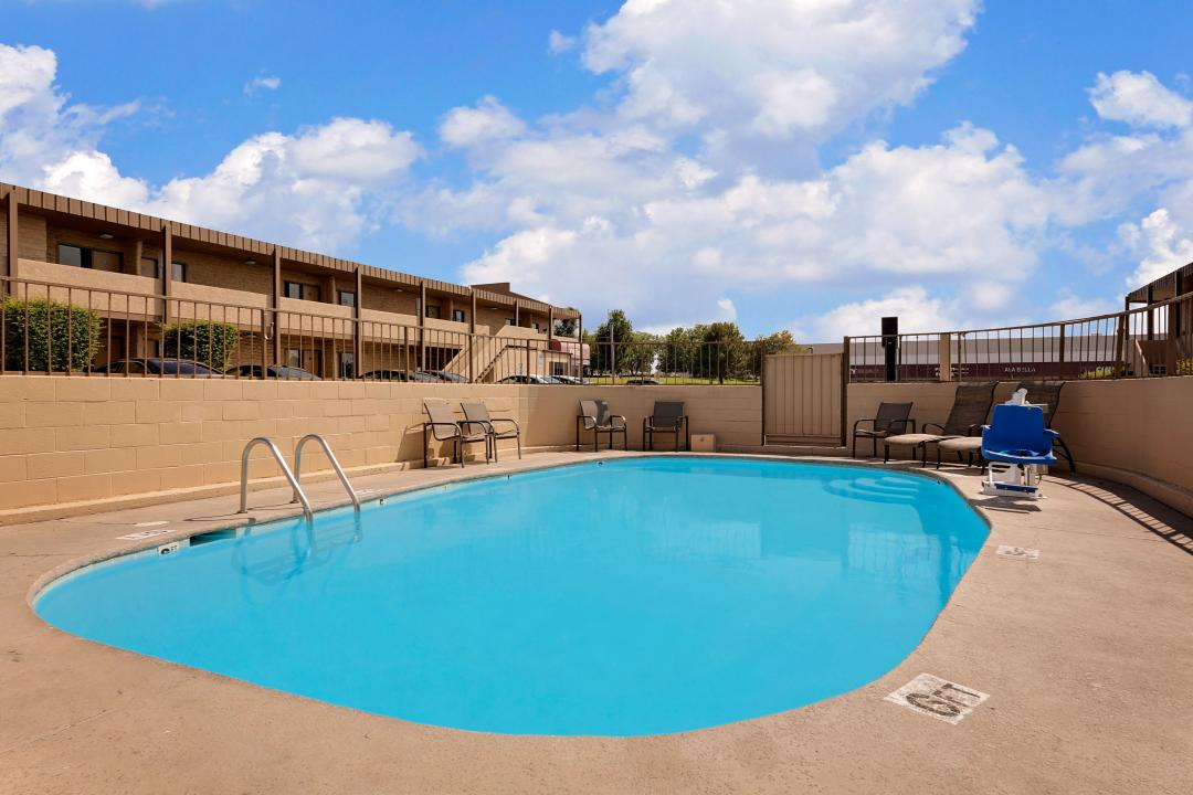 Sparkling clean, fenced in pool with handicap lify and with chairs and lounge chairs