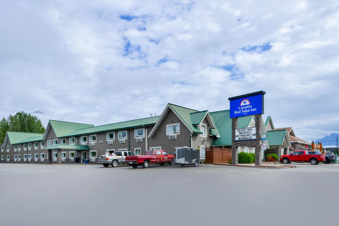 Hotel exterior and parking lot with sign
