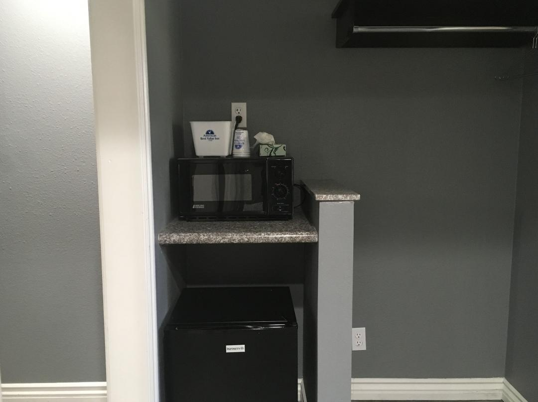 Amenities Including Microwave, Mini-Fridge, and Ice Bucket