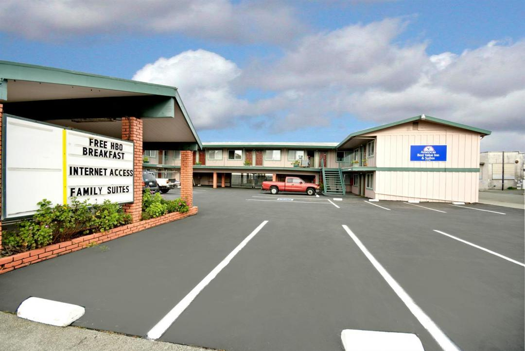 Hotel exterior with ample parking