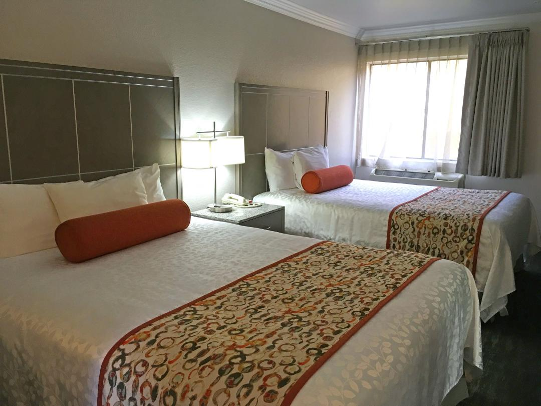 Guest room with queen and double bed