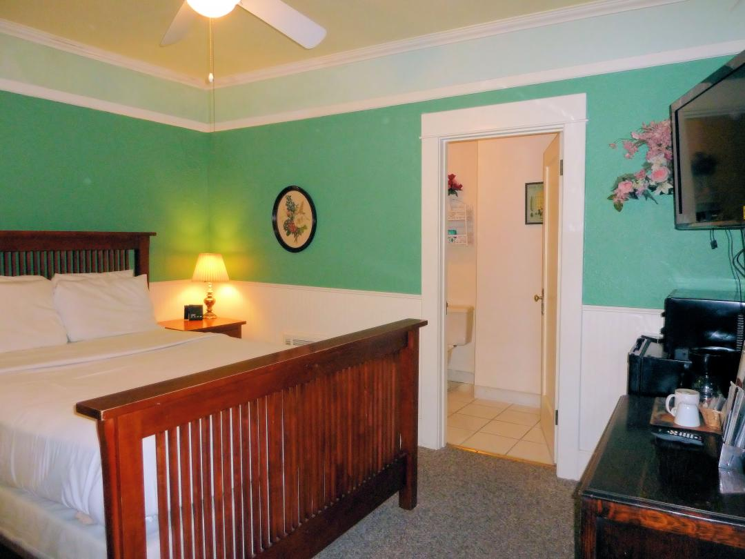 One Queen Bed Guestroom