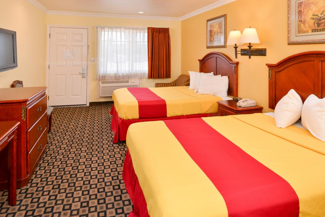 Two queenbedroom with amenities and window