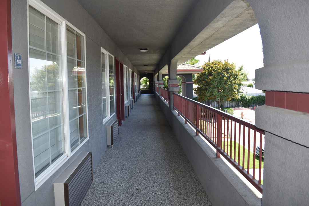 Exterior room corridor