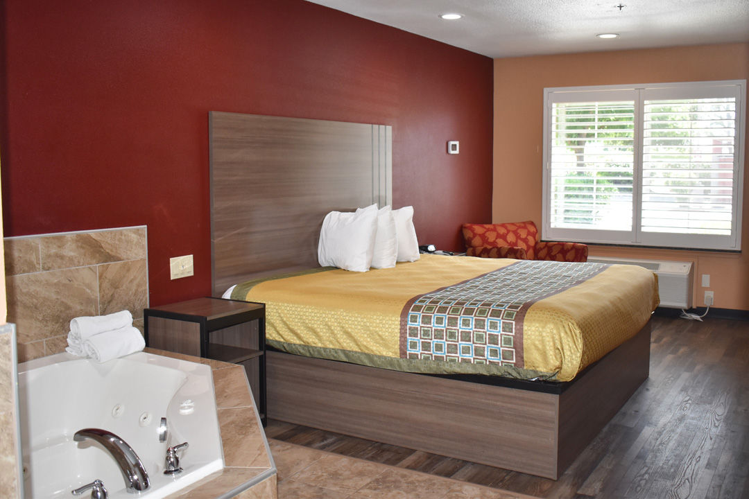 Guest Suite with King Bed and Jetted Tub