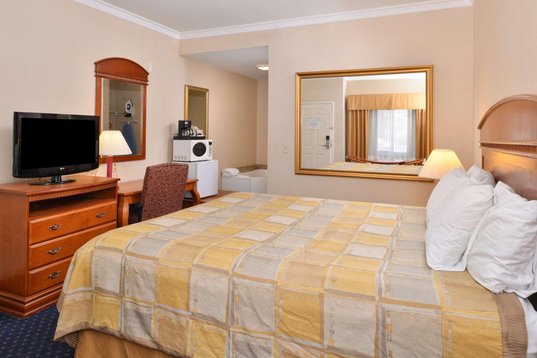 One King Bed Jetted Tub Suite