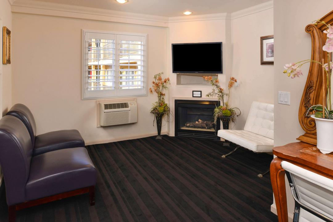 guest room sitting area