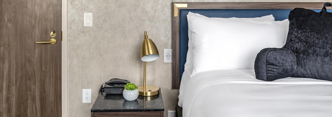 Guest roomwith lounge pillow and modern lamp