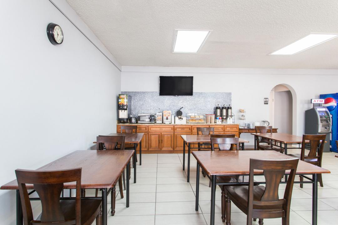 Complimentary Breakfast and Dining Area