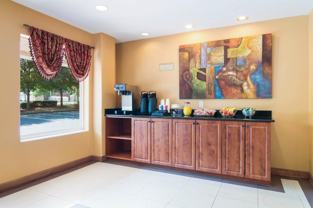 Lobby with Breakfast