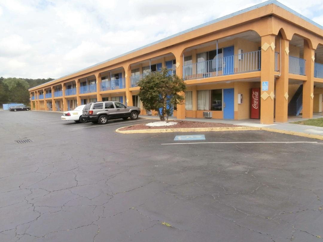 Hotel Front Exterior Parking