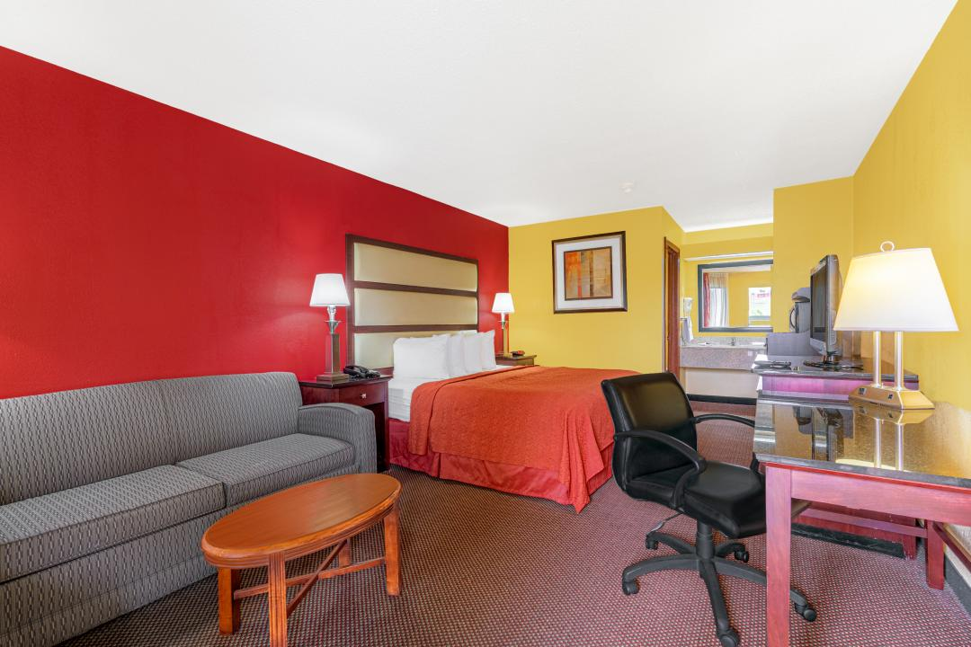 Deluxe guest room with King Bed