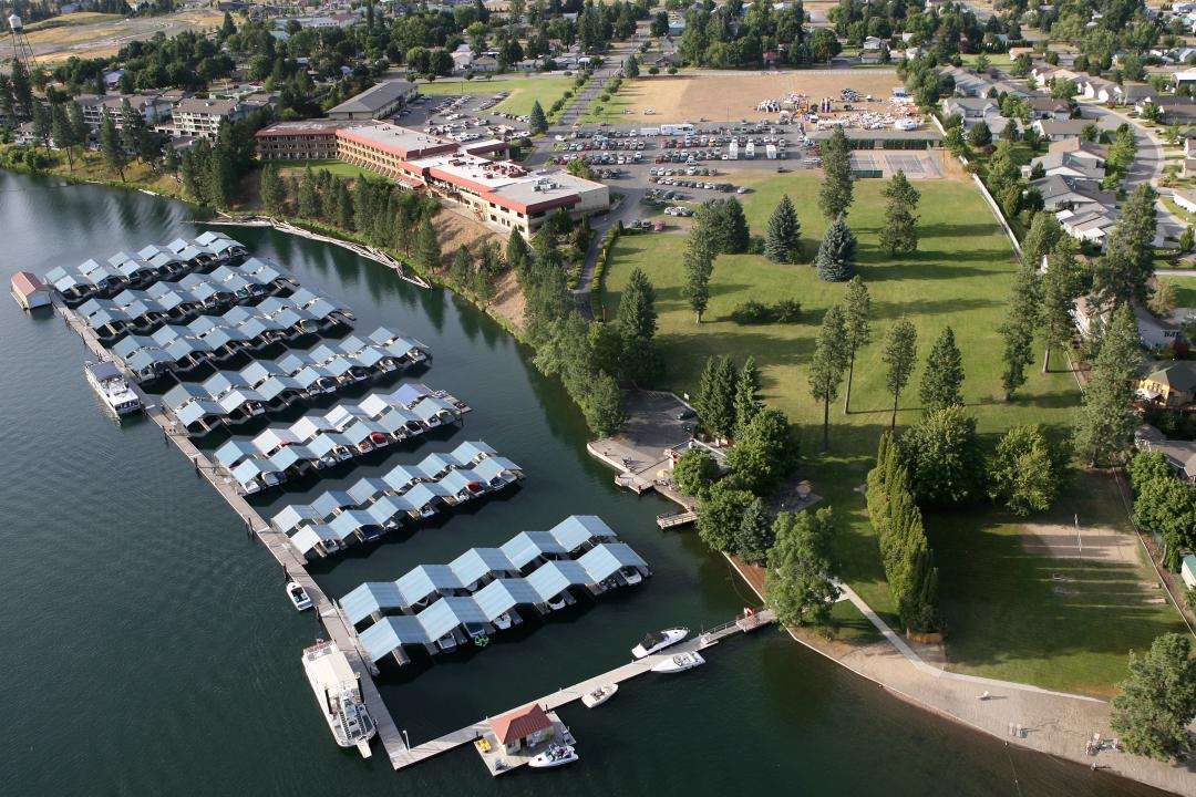 A Waterfront Hotel on Templin's Marina
