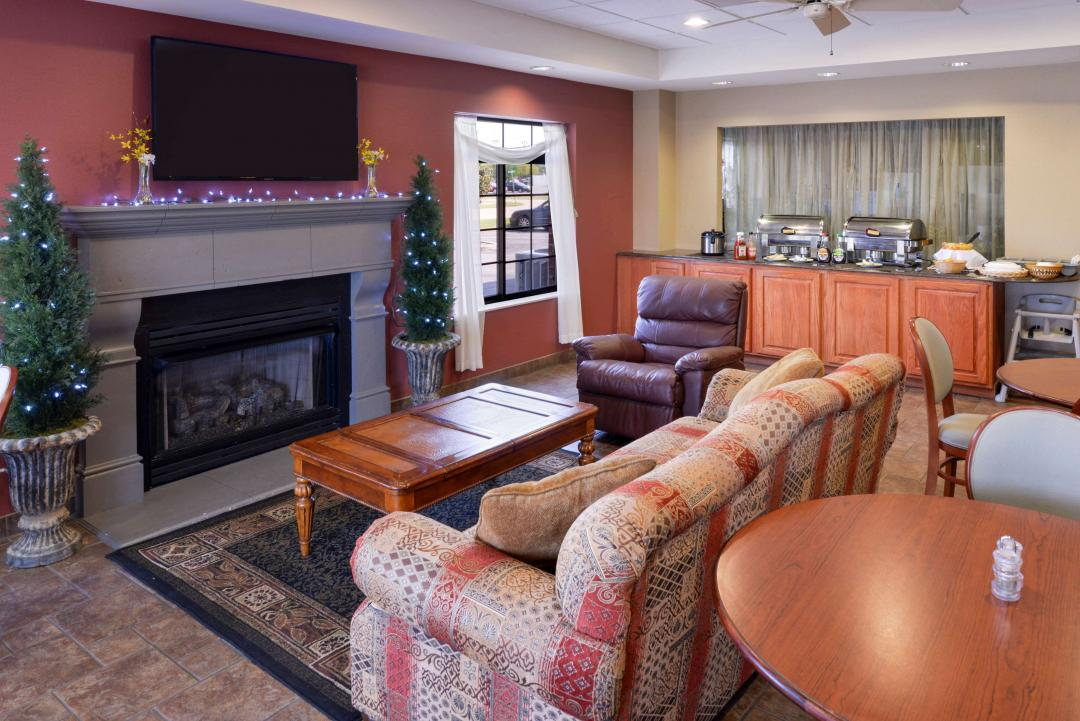 Hotel Lobby sitting area with fireplace and breakfast buffet