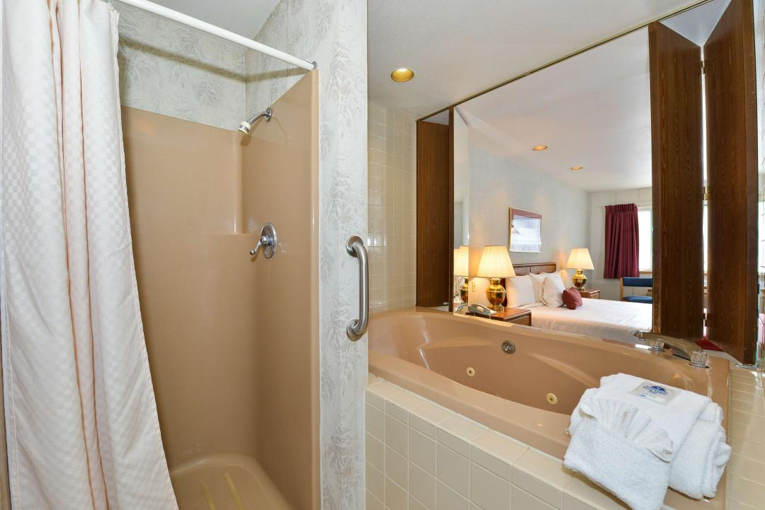 Junior Suite Bath
