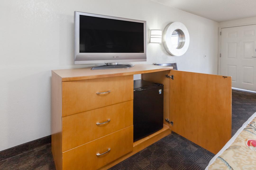Dresser and refrigerator