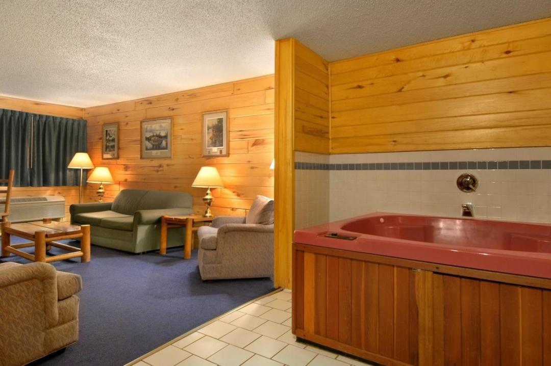 Two Queen Bed Jacuzzi Suite