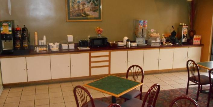 Breakfast bar with seating area