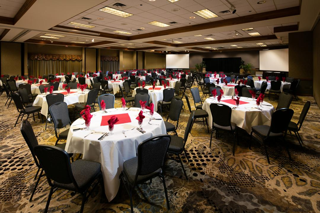 Banquet Room with Rounds