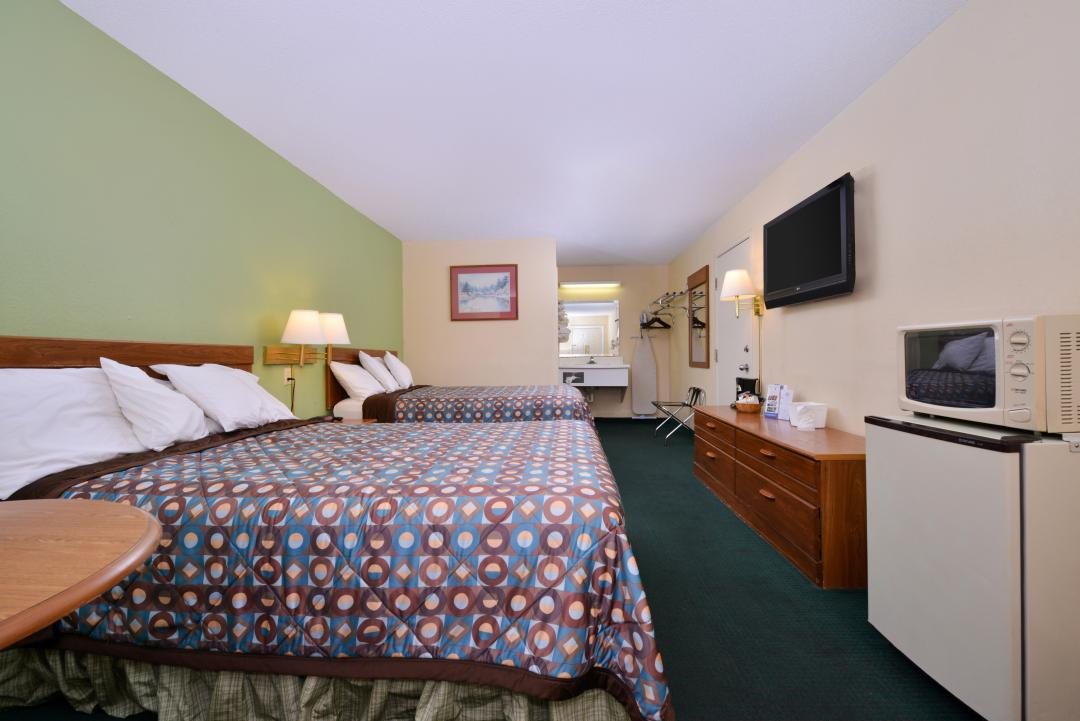Double Guest Room with Mounted TV