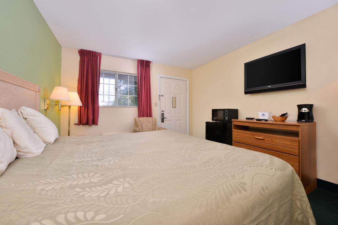 One king bed with flat screen TV, microwave and fridge