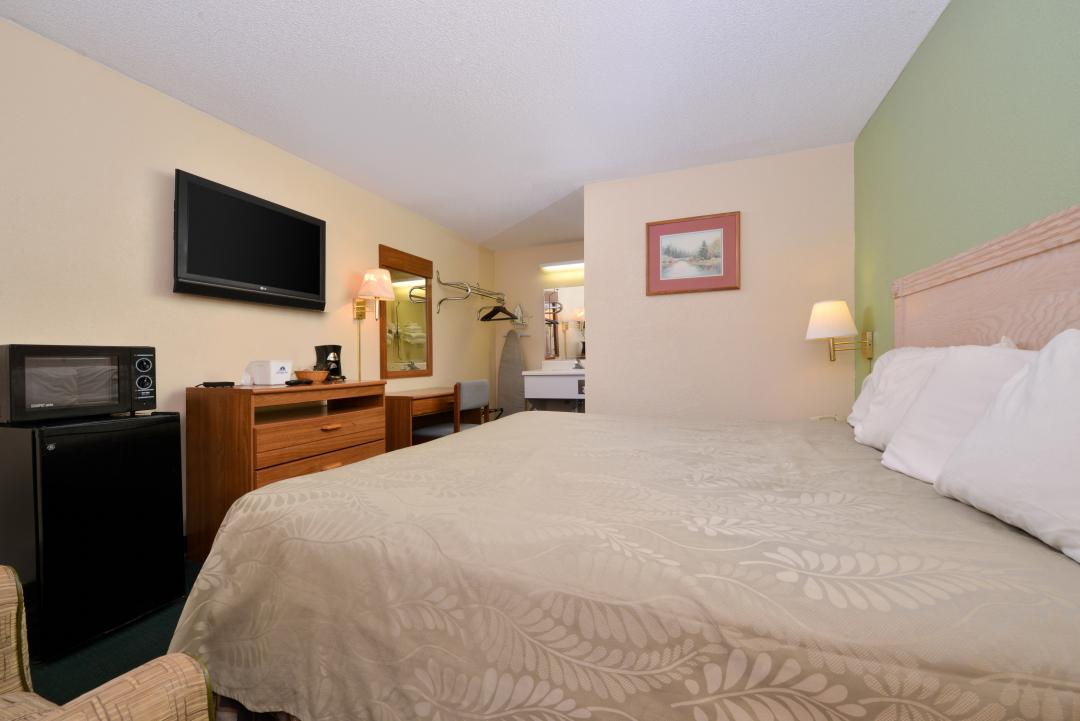 One king bed with fridge, microwave, flat screen TV anddesk