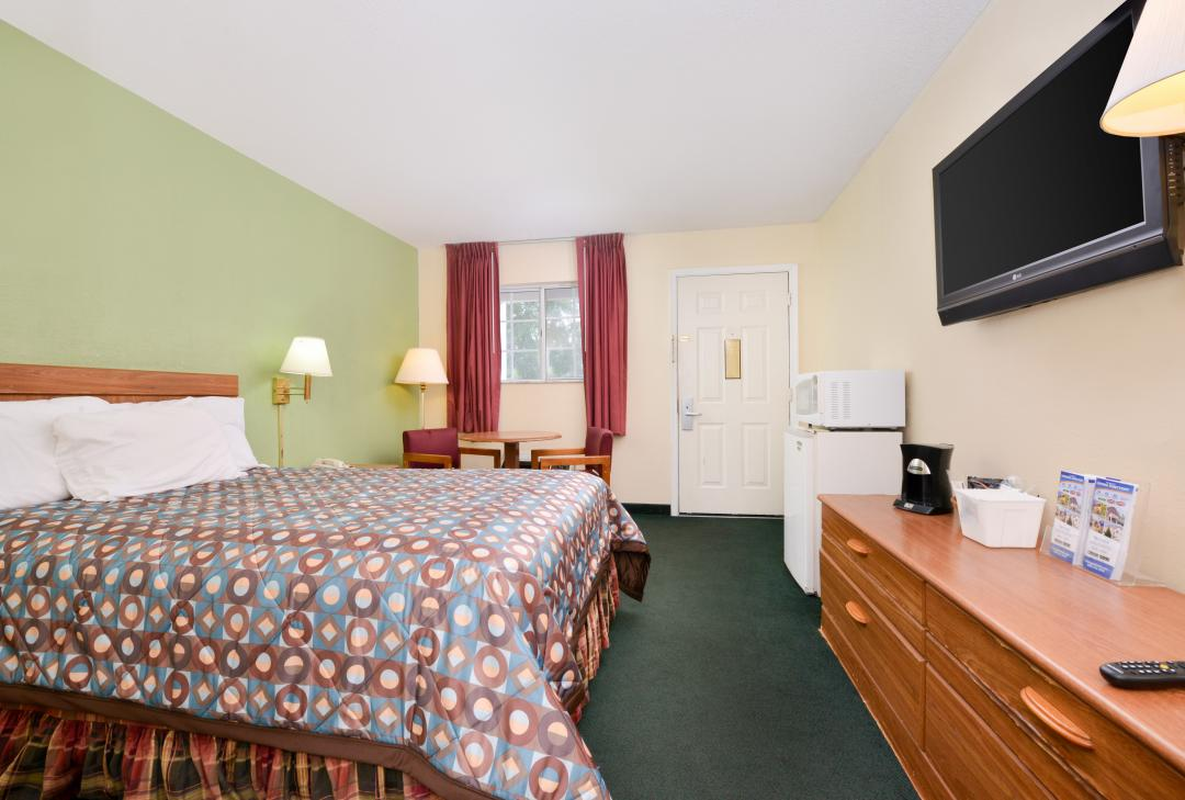 Spacious one bed room withfridge, microwave and flat screen TV.