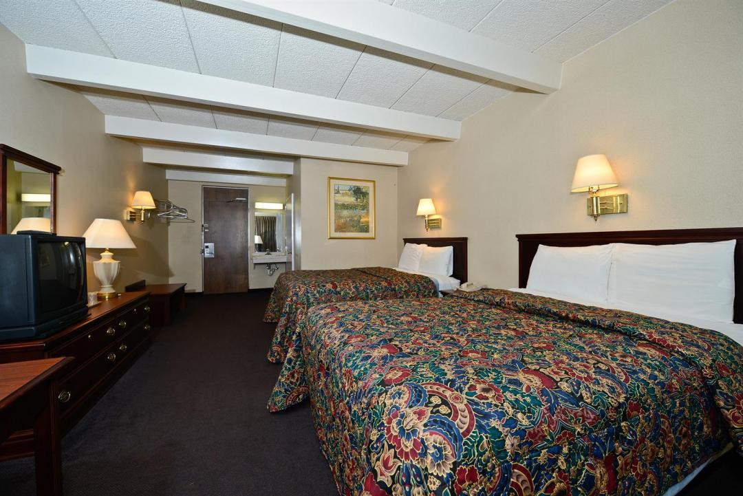 Spacious two bed guest room wth wooden amenities