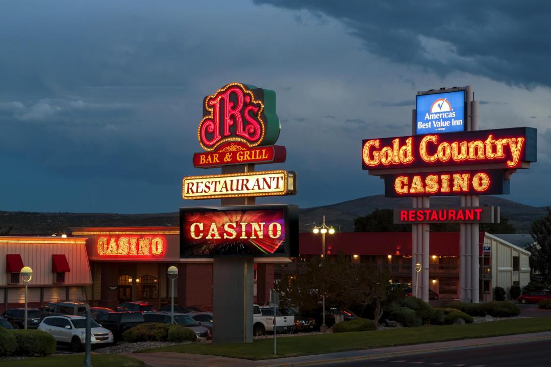 Gold Country Casino and restaurant exterior