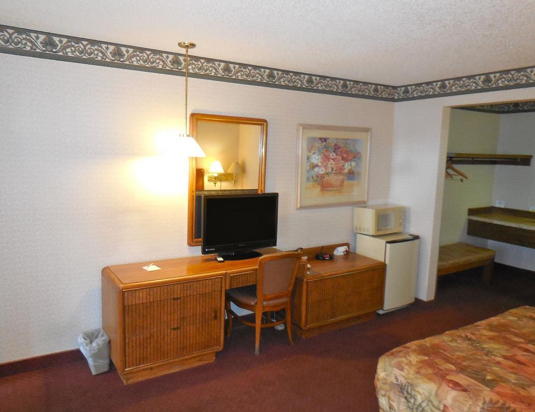 Guestroom amenities of microwave and mini-fridge