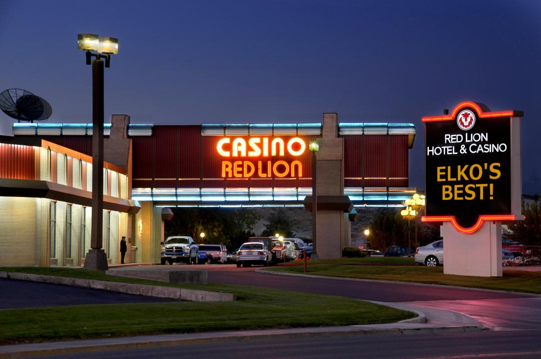 Exterior view of hotel with Casino sign