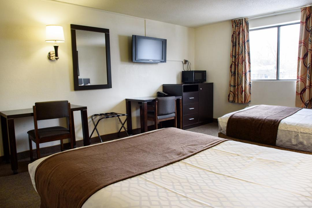 Two double bed smoking room amenities