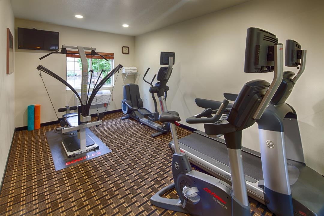 Fitness Facility with bowlfex machine and cardio equipment