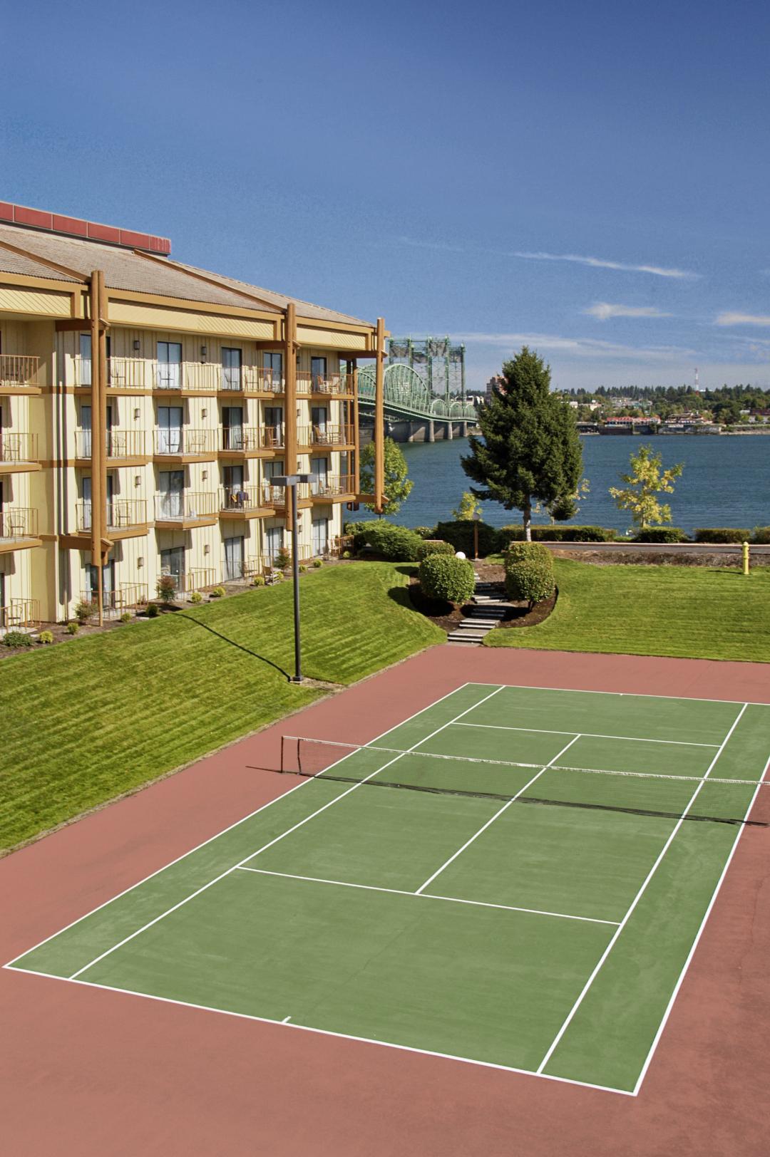Tennis court at Red Lion on the River Jantzen Beach