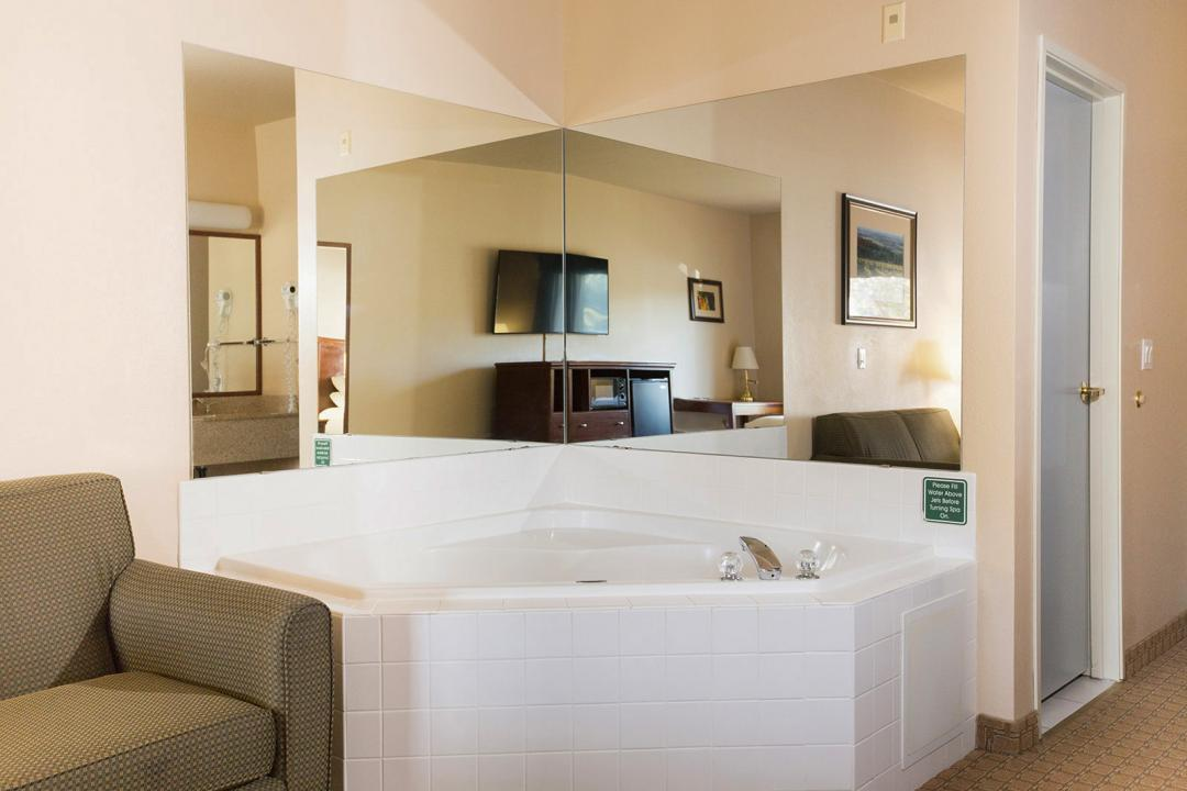 Suite with jetted tub