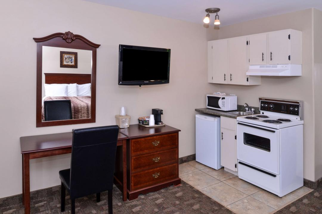 Two Queen Beds Deluxe Kitchen