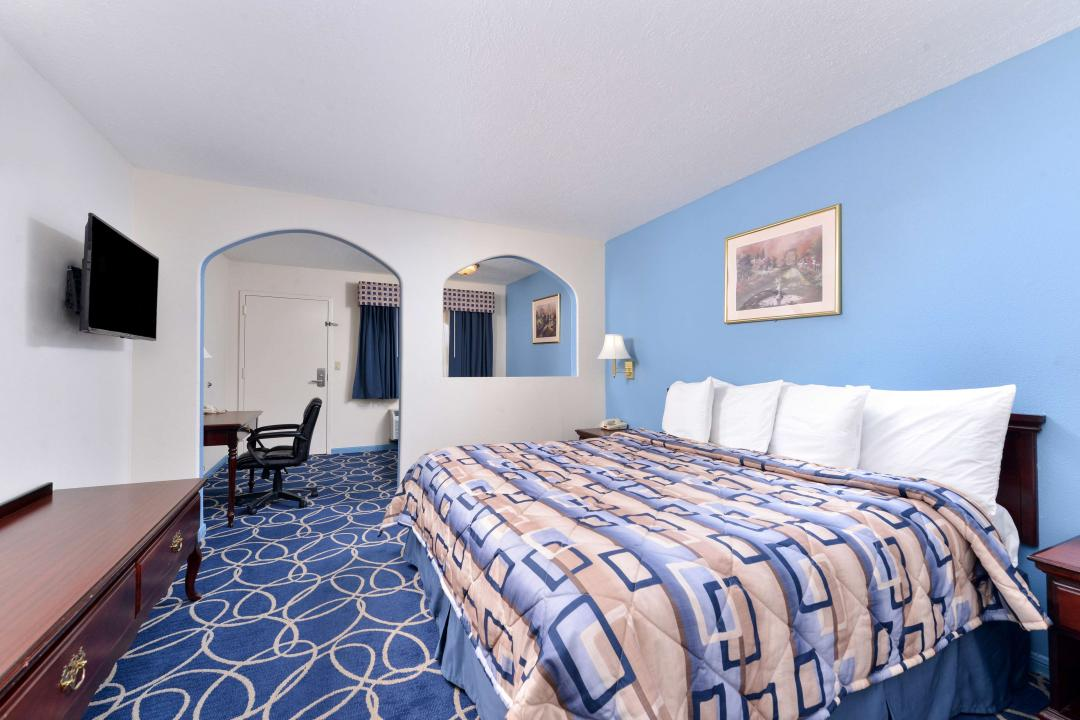 One King Bed Deluxe Suite