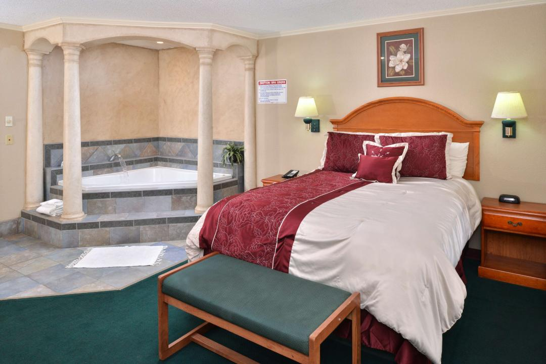 One Queen Bed Jacuzzi Suite