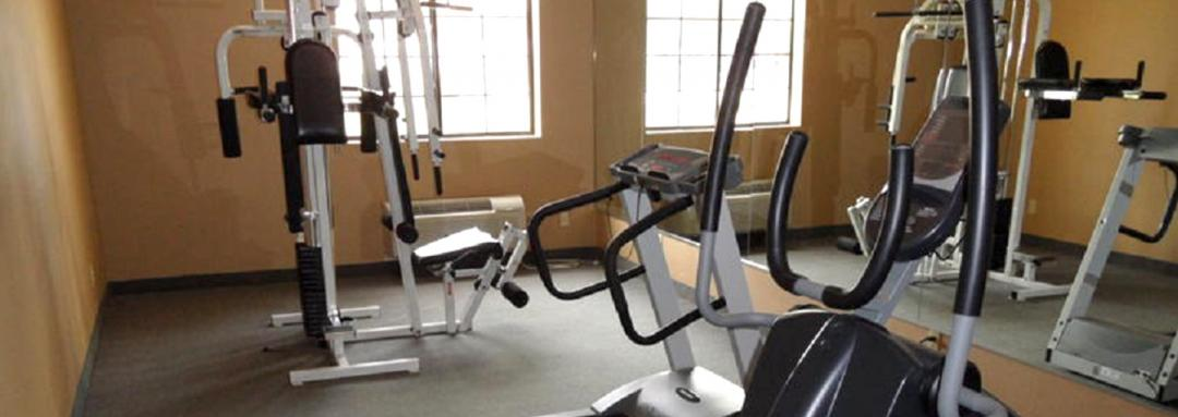 Exercise room with exercie equipment