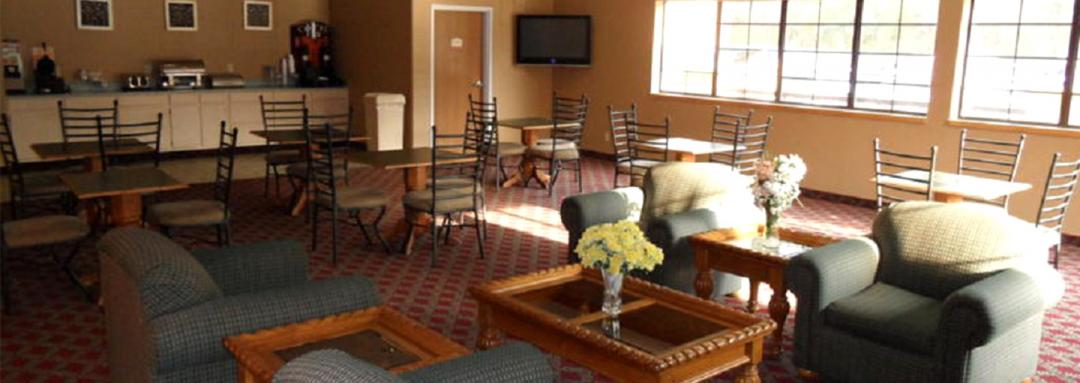Hotel dining room with ample tables