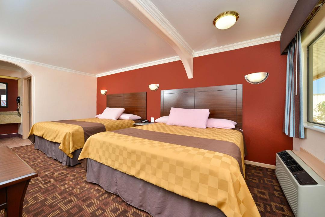 Clean two queen gest room with modern amenities