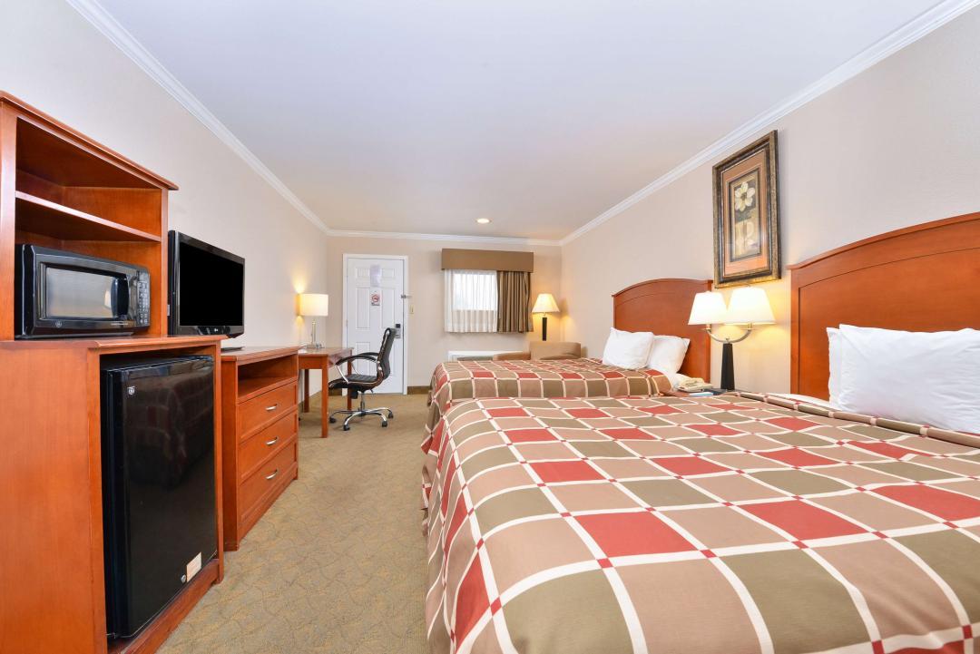 Two Queen beds with flatscreen TV, Microwave, Fridge, desk