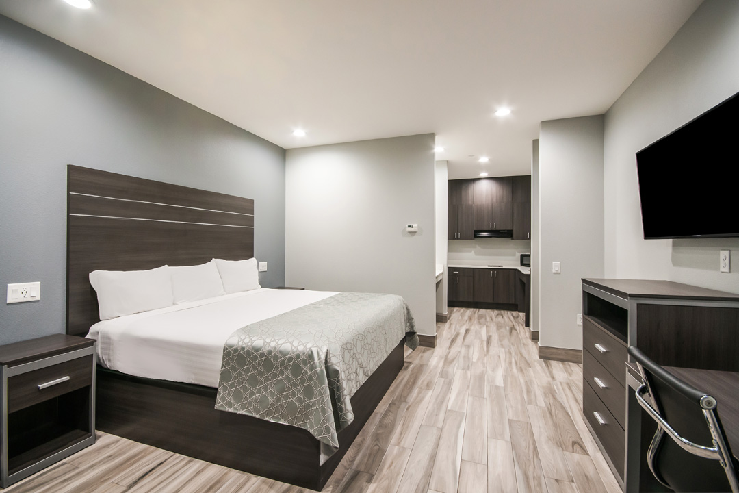 Accessible Guest room with King Bed and Kitchen