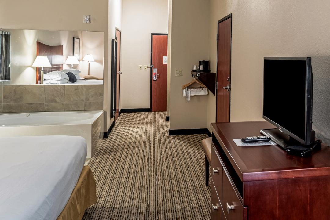 One King Bed Jetted Tub Guestroom