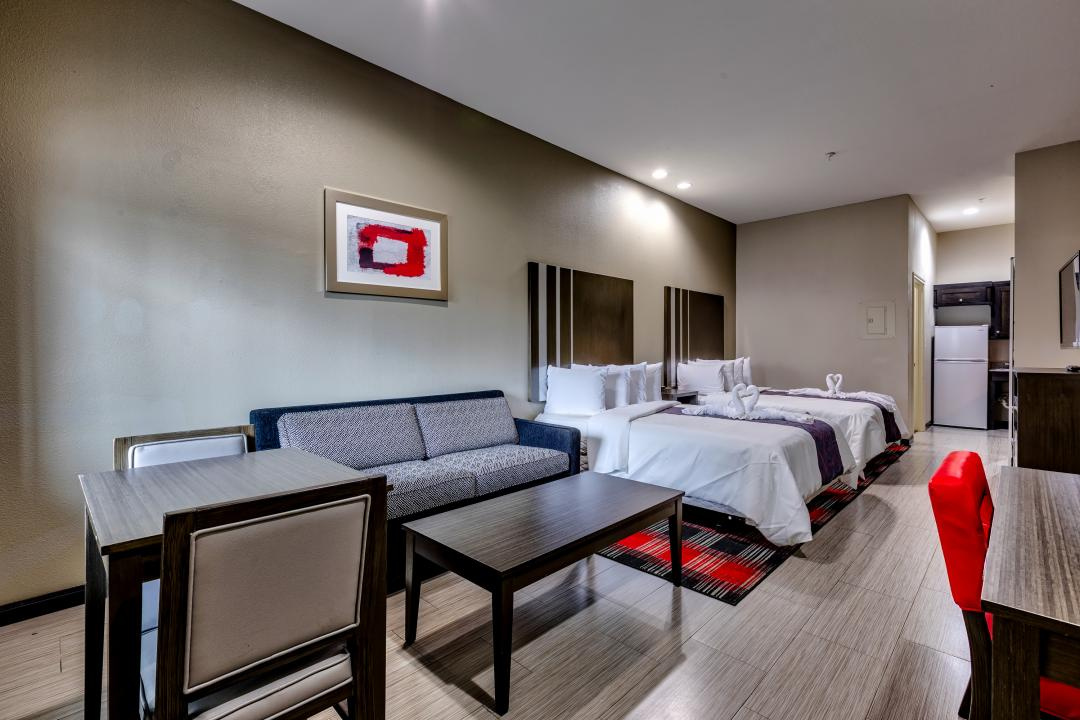 Two Queen Guest room Suite with seating