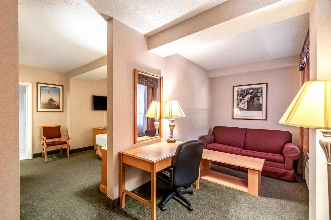 Guest Suite with King Bed